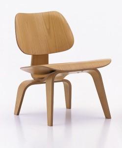 "Stuhl aus der ""Plywood group"" (verformtes Schichtholz)"