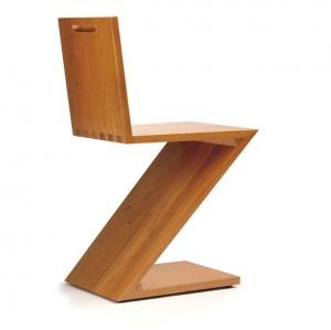 """Ein Ein Klassiker von Rietveld. Mit dem Zig-Zag kam ein neuer Typ Stuhl - der """"Stuhl aus einem Stück"""" - ins Gespräch."""