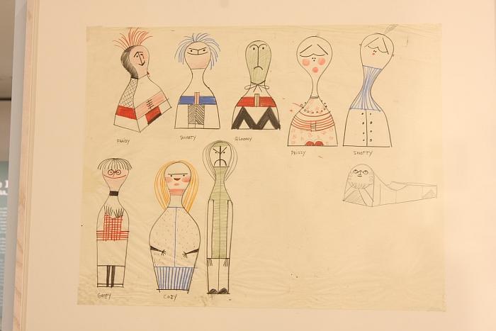 """Original Wooden Doll Zeichnungen von Alexander Girard, gesehen in der Ausstellung """"Alexander Girard. A Designer's Universe"""", Vitra Design Museum"""