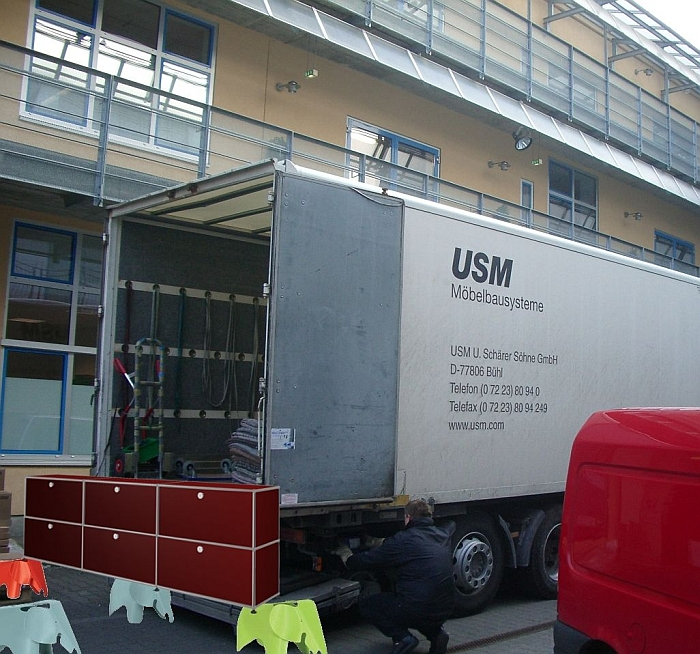 usm-haller-being-carried-into-the-smow-warehouse-1