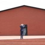"""Wir denken, das ist so etwas wie ein """"Architekten-Selfie"""". Pierre de Meuron knipst ein Erinnerungsfoto"""