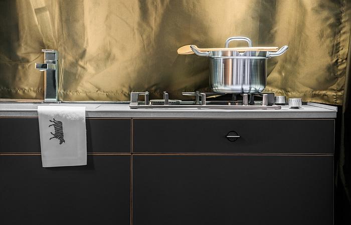 Die Küche der Holzklasse von Nils Holger Moormann & CustomBus