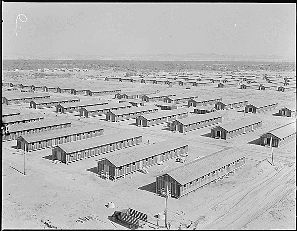 Poston War Relocation Center, Arizona (Foto Fred Clark, 1. Juni 1942. US National Archives, Identifier 536152 https://catalog.archives.gov/id/536152)
