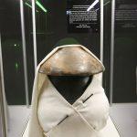 Eine bekleidete Urne aus Nederkaina