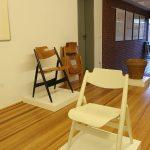 Ein SE 76 Kinderstuhl mit seinen Eltern SE 18, beide für Wilde+Spieth, gesehen bei, Der Stuhl des Architekten - Sitzmöbel von Egon Eiermann, Ungers Archiv für Architekturwissenschaft Köln