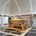 """Boston City Hall von Kallmann McKinnell & Knowles/Campbell, Aldrich & Nulty, """"SOS Brutalismus - Rettet die Betonmonster!"""" im Deutschen Architekturmuseum Frankfurt"""
