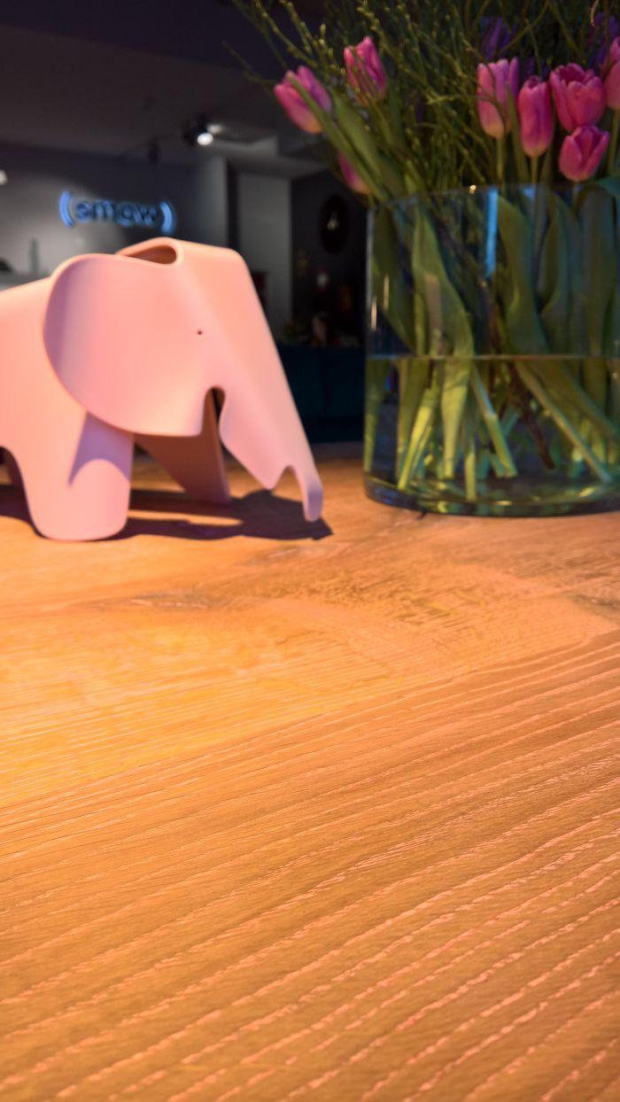 Pink in Pink in Pink, Nightingale Tisch von Nick Pyka für KFF gesehen @ Dining Room mit ASCO und KFF, smow Köln, Passagen Köln 2019