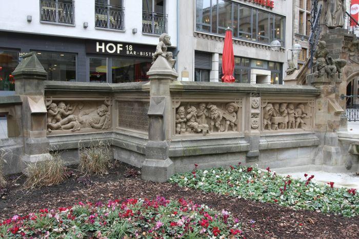 Kölle A(rchitketur)laaf!! Heinzelmännchenbrunnen von Edmund und Heinrich Renard