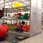 """Eero Aarnios Tomato Chair, und andere """"free flowing"""" Formen, gesehen bei """"Living in a Box. Design und Comics"""", Vitra Design Museum Schaudepot"""