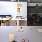 """Eine anonyme Pendelleuchte, kreiert in der Kasse """"Rapid Protyping"""", gesehen bei Schulen für Holz und Gestaltung Garmisch-Partenkirchen 2019 Sommerausstellung."""