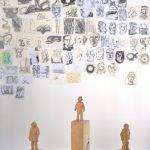 Holzbildhauer-Atelier, Zeichnungen der Studenten von Raum- und Objektdesign, gesehen bei Schulen für Holz und Gestaltung Garmisch-Partenkirchen 2019 Sommerausstellung.