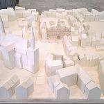 """Ein Modell des Leonhard Tietz Kaufhauses Aachen von Albert Schneider (assistiert hat Ludwig Mies van der Rohe), gesehen bei """"Mies im Westen"""", Landeshaus des LVR Köln"""