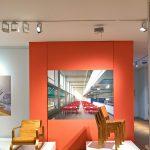 """Chair 41 """"Paimio"""" (l) und Chair 611 (r) von Alvar Aalto, Innenansicht des Paimio Sanatorium von Fabrice Fouillet, gesehen bei """"Nordic Design. Die Antwort aufs Bauhaus"""", Bröhan Museum, Berlin"""