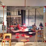 """Kindermöbel von Alvar Aalto (l) & Nanna Ditzel (m,r), gesehen bei """"Nordic Design. Die Antwort aufs Bauhaus"""", Bröhan Museum, Berlin"""