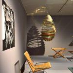 """PK 25 von Poul Kjærholm und Spiral von Poul Henningsen für Louis Poulsen, gesehen bei """"Nordic Design. Die Antwort aufs Bauhaus"""", Bröhan Museum, Berlin"""