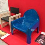 """4794 für Kartell (r) and Rossini chair für B&B Italia (l), gesehen bei """"Gae Aulenti. Ein kreatives Universum"""", Vitra Design Museum Schaudepot"""