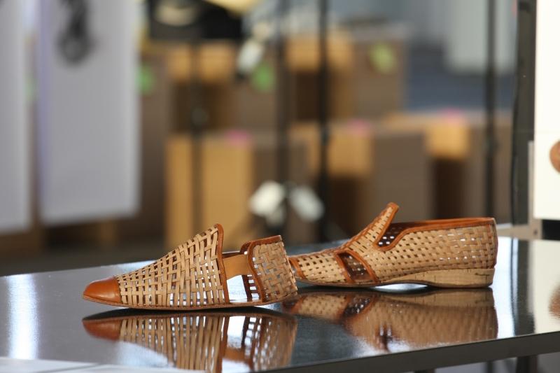 DMY Berlin 2014 Fachhochschule Potsdam formHOLZ woven veneer shoes by Tobias Jänicke