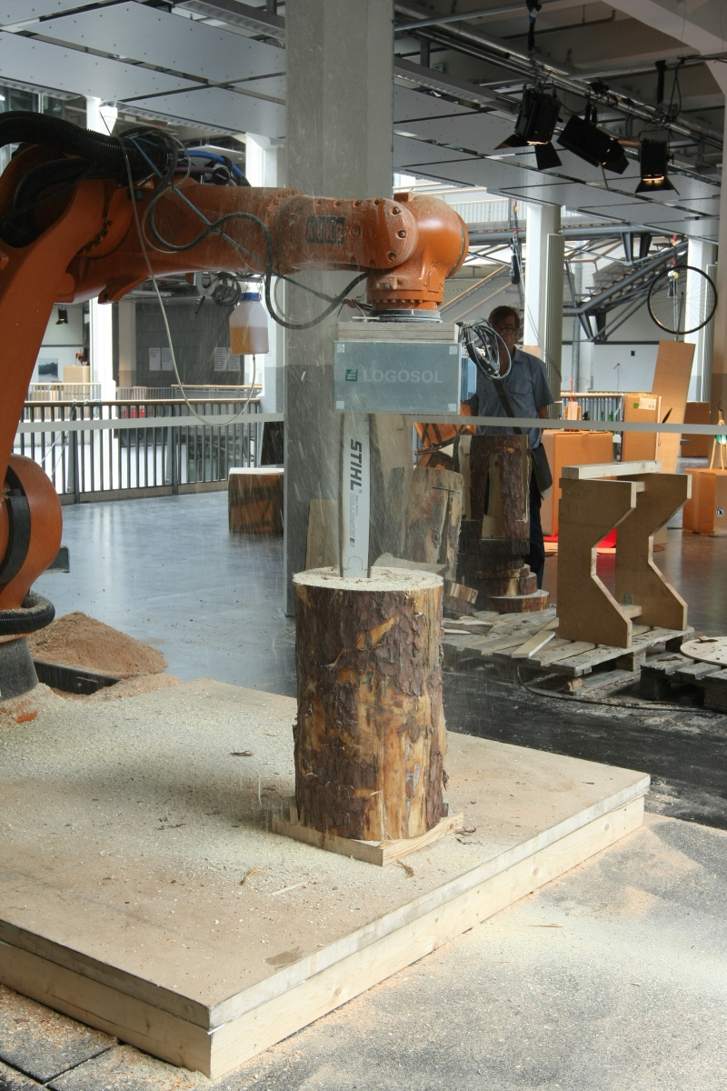 Hochschule für Gestaltung Karlsruhe Sommerloch 2013 Tom Pawlofsky 7xstool Robotic Chainsaw