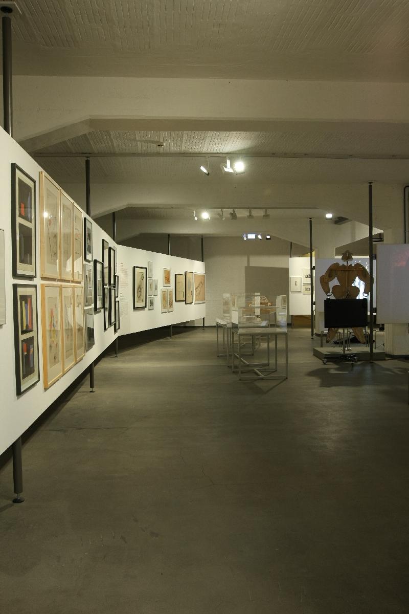Mensch Raum Maschine Stage Experiments at the Bauhaus Stiftung Bauhaus Dessau
