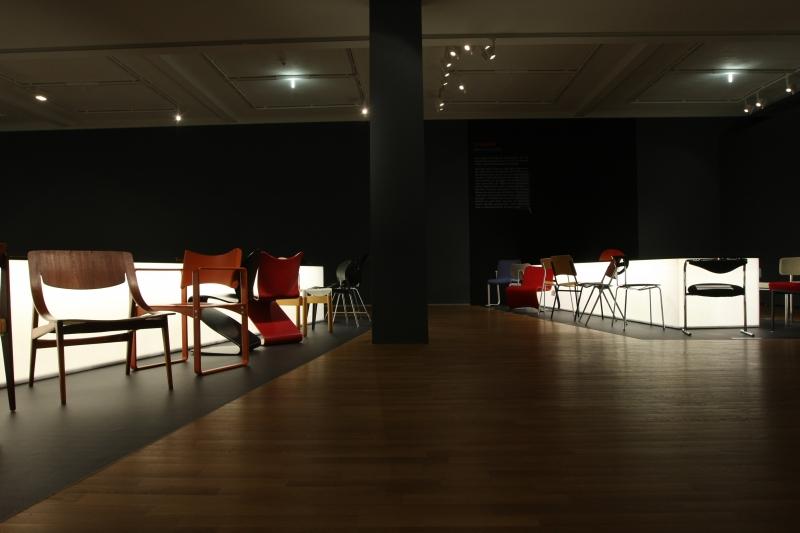 sitzen liegen schaukeln m bel von thonet grassi museum f r. Black Bedroom Furniture Sets. Home Design Ideas