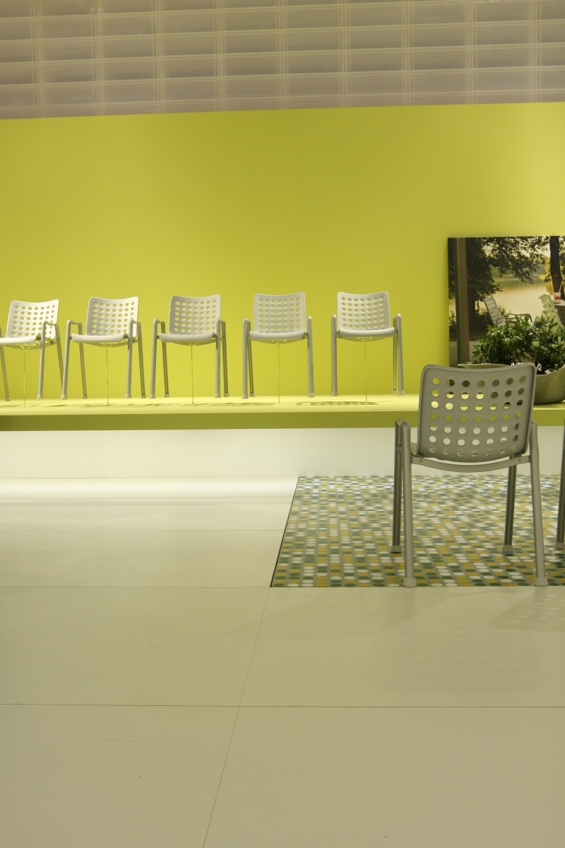 Smow blog compact milan 2014 vitra landi chair hans for Salone del mobile vitra