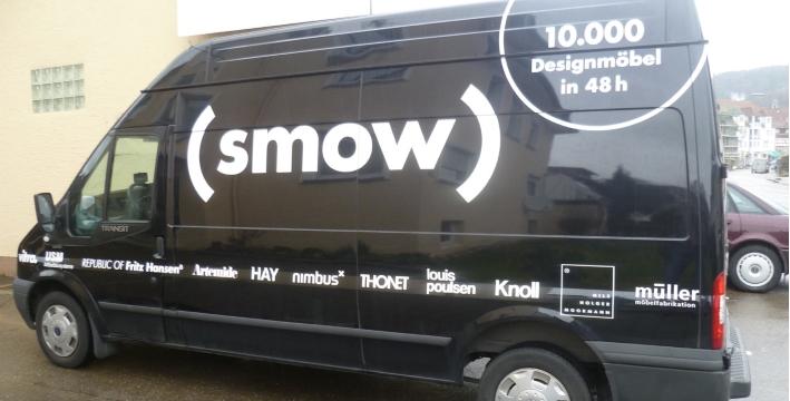 Auslieferung Ihrer Möbel im smow Bus vor Ort