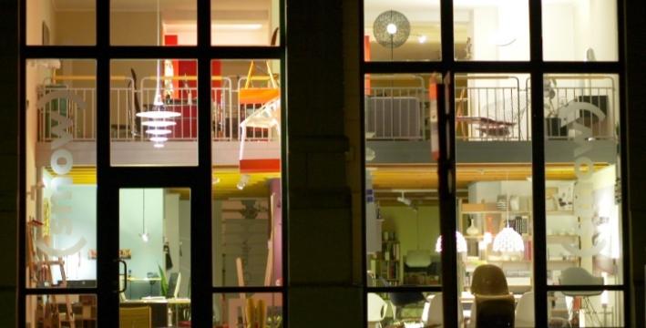 smow Showroom bei Nacht