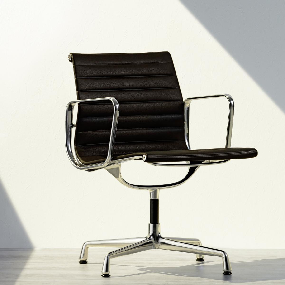 Eames Aluminium Chairs Vitra Designerstuhle Von Smow De