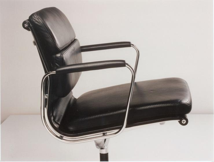 eames soft pad chairs vitra designerm bel von. Black Bedroom Furniture Sets. Home Design Ideas