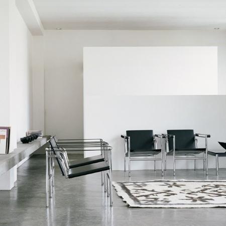 cassina lc1 sessel von le corbusier pierre jeanneret charlotte perriand 1928 designerm bel. Black Bedroom Furniture Sets. Home Design Ideas