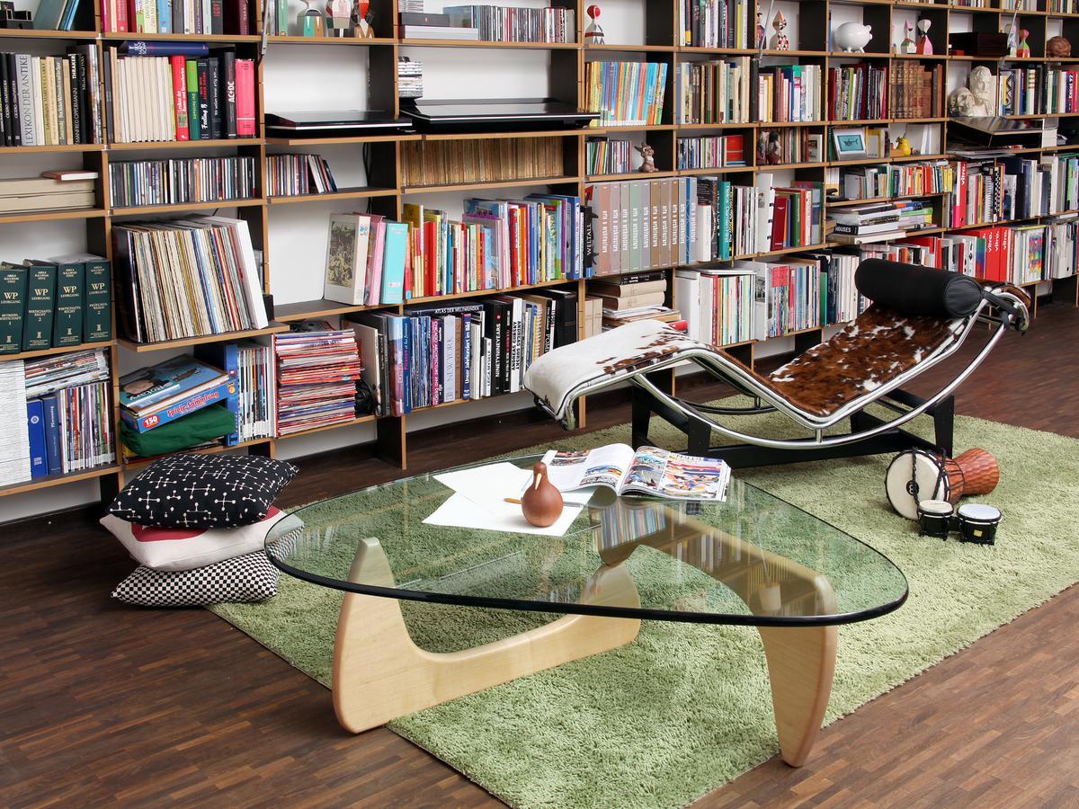 cassina lc4 chaiselongue von le corbusier pierre jeanneret charlotte perriand 1928. Black Bedroom Furniture Sets. Home Design Ideas