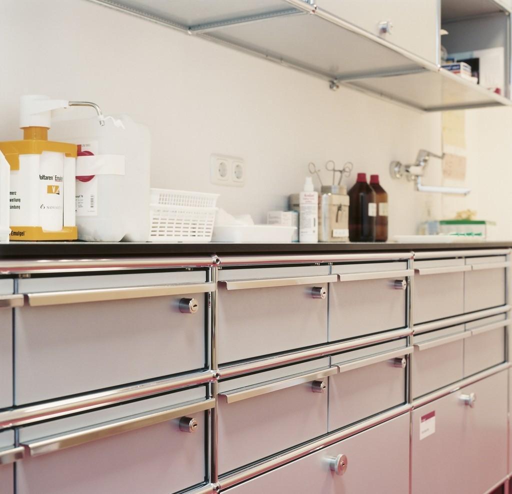 usm haller surgery furniture designer furniture by. Black Bedroom Furniture Sets. Home Design Ideas