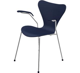 Serie 7 Armlehnstuhl 3207 46 cm|Gefärbte Esche|Ai blue