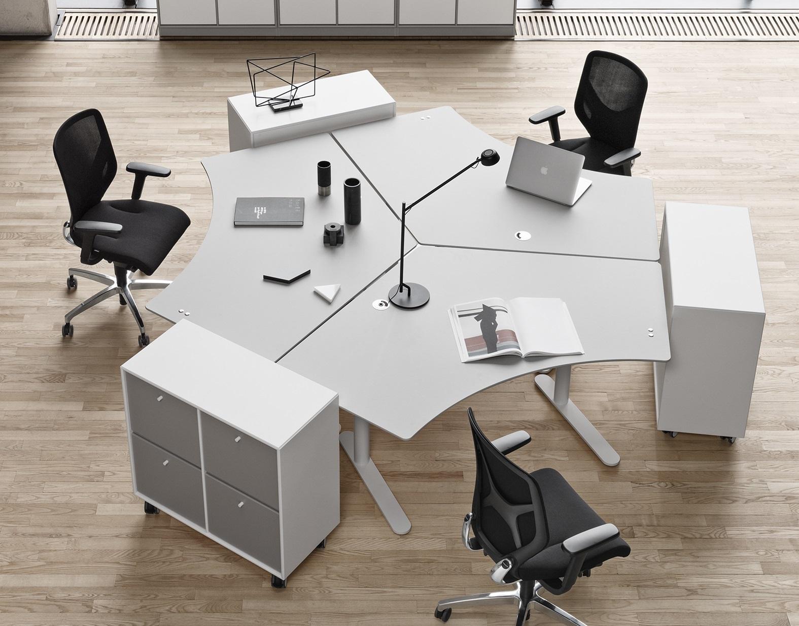 Höhenverstellbare Schreibtische Gruppenarbeitsplatz