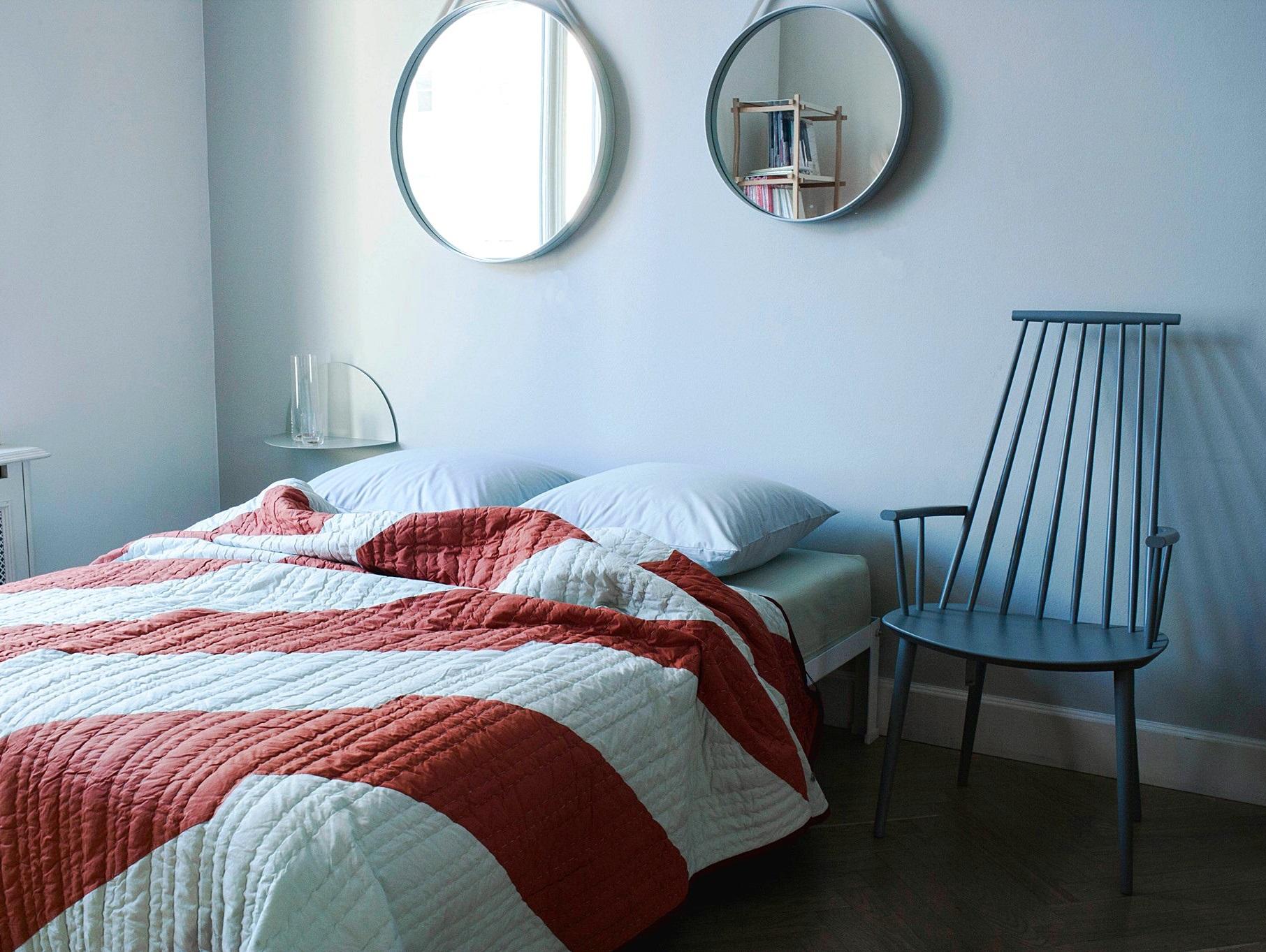 Blau Ist Ein Kühler Ton Und Dadurch Ruhig, Meditativ, Ernst Und Beständig.  Wände, Möbel Oder Accessoires In Blau Reduzieren Stress Und Nervosität.