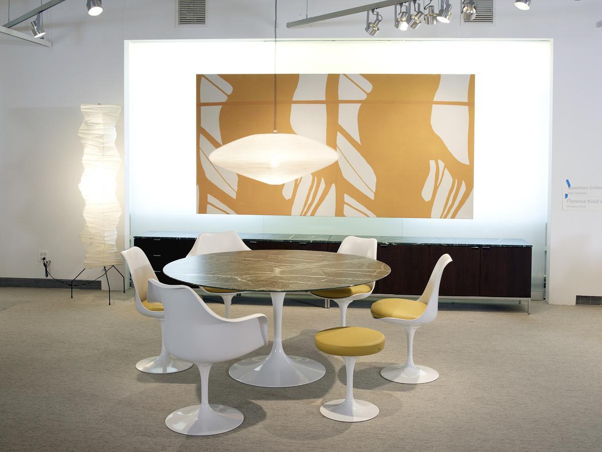 knoll international saarinen esstisch rund von eero. Black Bedroom Furniture Sets. Home Design Ideas