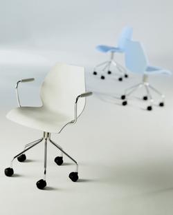 kartell maui drehstuhl ohne armlehnen hellblau von vico. Black Bedroom Furniture Sets. Home Design Ideas