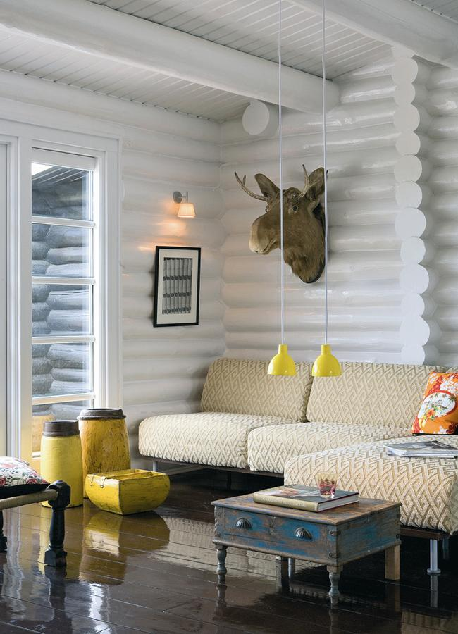 menge. Black Bedroom Furniture Sets. Home Design Ideas
