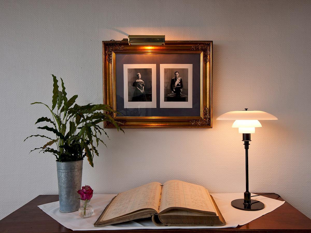 louis poulsen ph 3 2 tischleuchte von poul henningsen. Black Bedroom Furniture Sets. Home Design Ideas