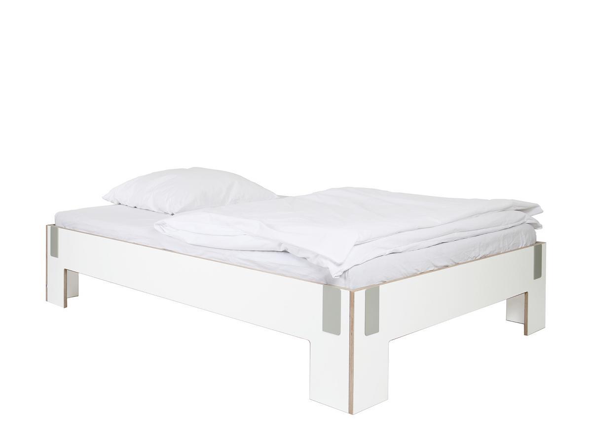 Bett ohne kopfteil bett ohne kopfteil so wird das for Hohes bett 180x200