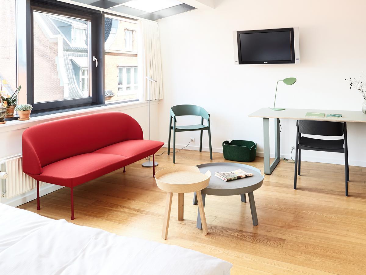 muuto oslo sofa von anderssen voll 2013 designerm bel von. Black Bedroom Furniture Sets. Home Design Ideas
