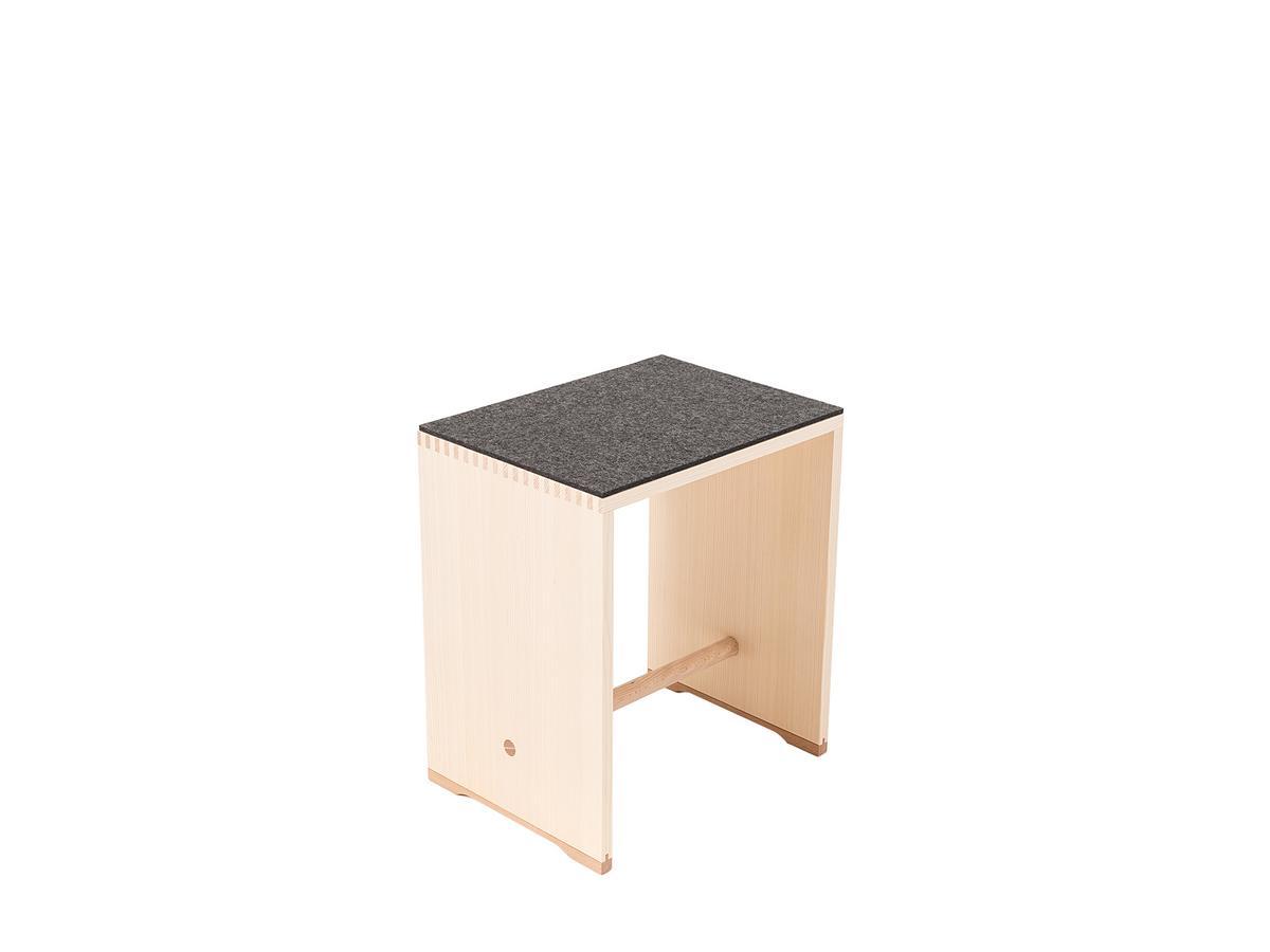 parkhaus berlin sitzauflage f r ulmer hocker von parkhaus berlin designerm bel von. Black Bedroom Furniture Sets. Home Design Ideas