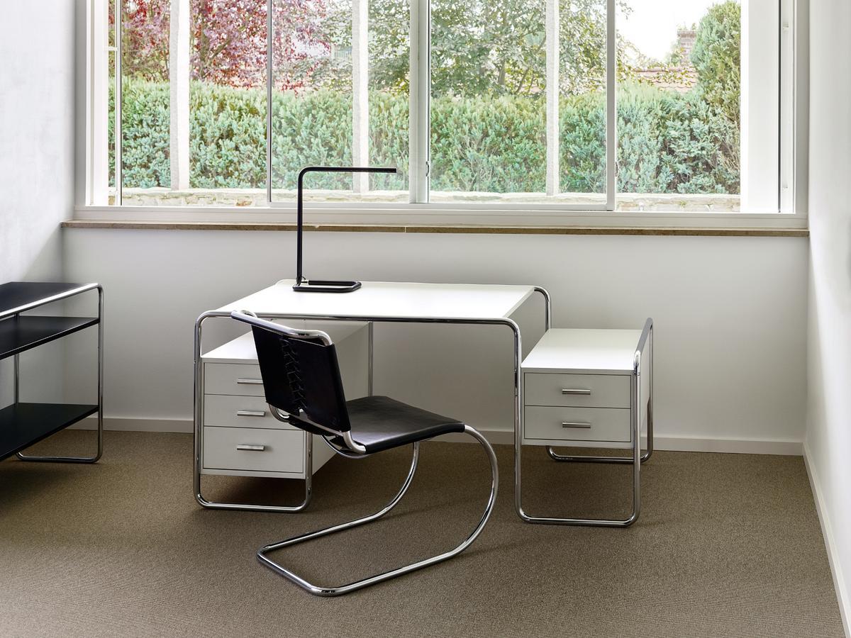 thonet lum tischleuchte von ulf m ller 2010 designerm bel von. Black Bedroom Furniture Sets. Home Design Ideas