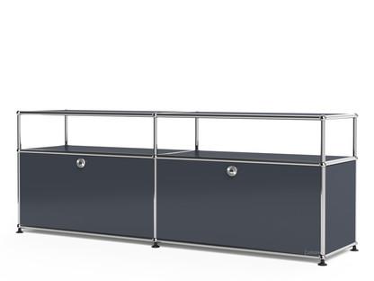 USM Haller Lowboard L mit Aufbau, individualisierbar Anthrazitgrau RAL 7016|Mit 2 Klappen|Mit Kabeldurchlass unten mittig