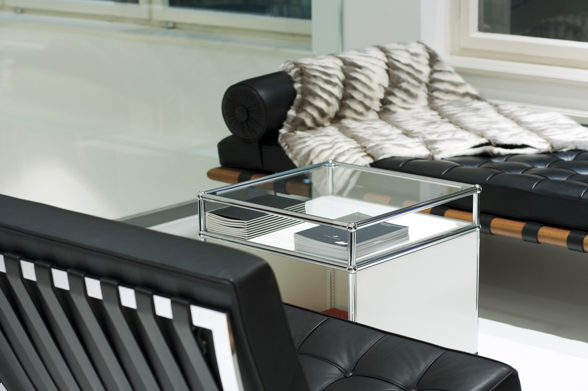 usm haller beistelltisch mit aufsatz von fritz haller. Black Bedroom Furniture Sets. Home Design Ideas