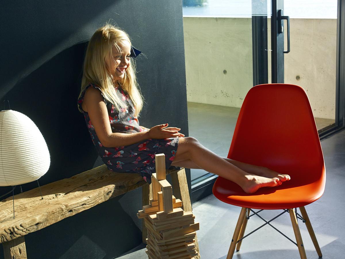 vitra dsr von charles ray eames 1950 designerm bel von. Black Bedroom Furniture Sets. Home Design Ideas