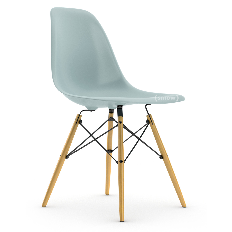 Weiße Vitra Eames Stühle gebeizt aus Esche