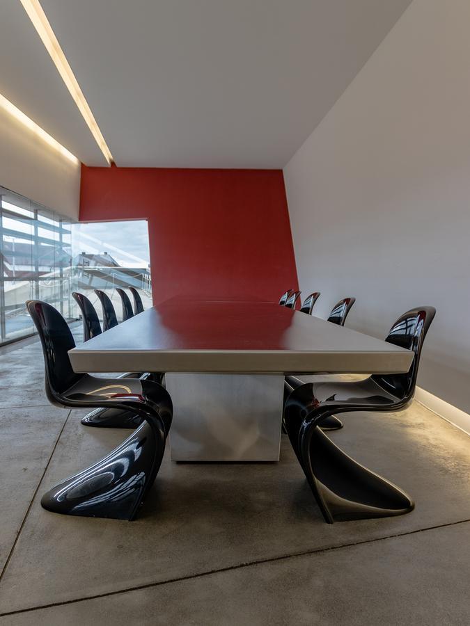 vitra panton chair classic schwarz von verner panton 1958 designerm bel von. Black Bedroom Furniture Sets. Home Design Ideas