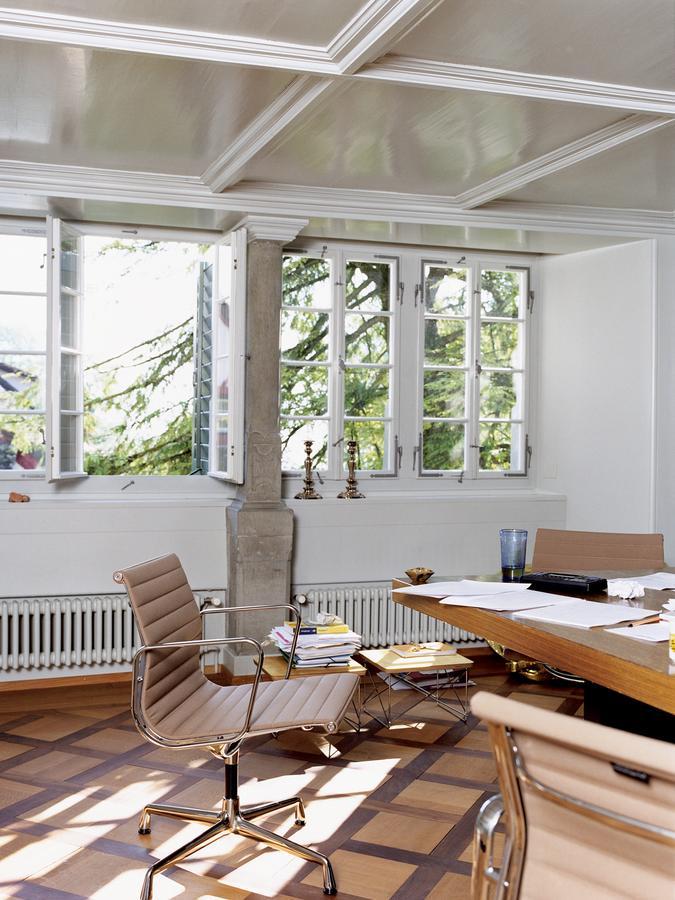 vitra aluminium chair ea 107 ea 108 von charles ray eames 1958 designerm bel von. Black Bedroom Furniture Sets. Home Design Ideas