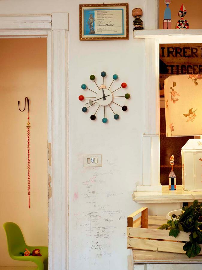 vitra ball clock von george nelson 1948 designerm bel von. Black Bedroom Furniture Sets. Home Design Ideas